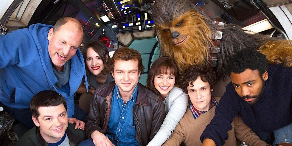Solo: A Featurette Star Wars Story' recorre el Halcón Milenario