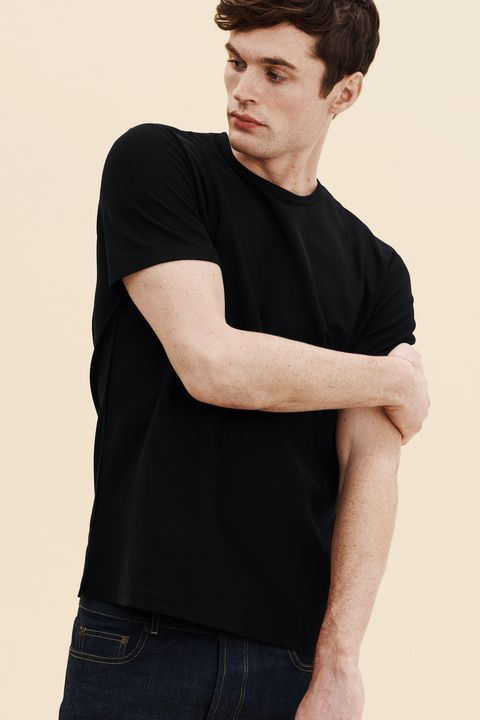 Shoulder, Neck, Clothing, T-shirt, Arm, Elbow, Sleeve, Chin, Cool, Human,