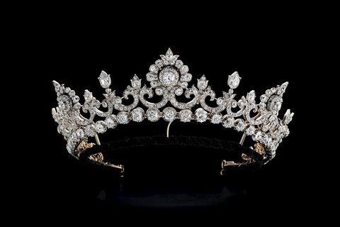 Headpiece, Crown, Hair accessory, Fashion accessory, Tiara, Jewellery, Headgear, Silver, Darkness, Diamond,