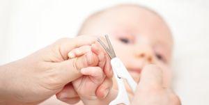 cortar las uñas y el pelo al bebé