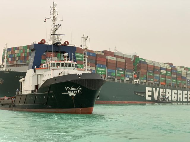 suez canal remains blocked by container ship
