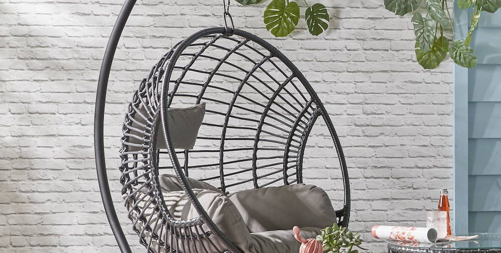 20 hanging egg chairs for your garden this spring/summer