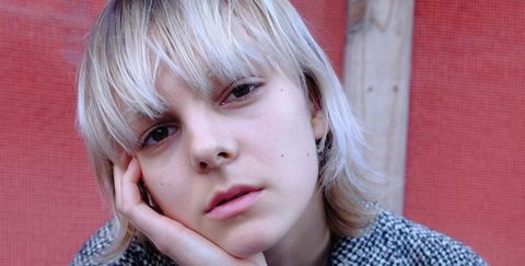 Sleeve, Collar, Dress shirt, Sitting, Style, Pattern, Street fashion, Bangs, Blazer, Blond,