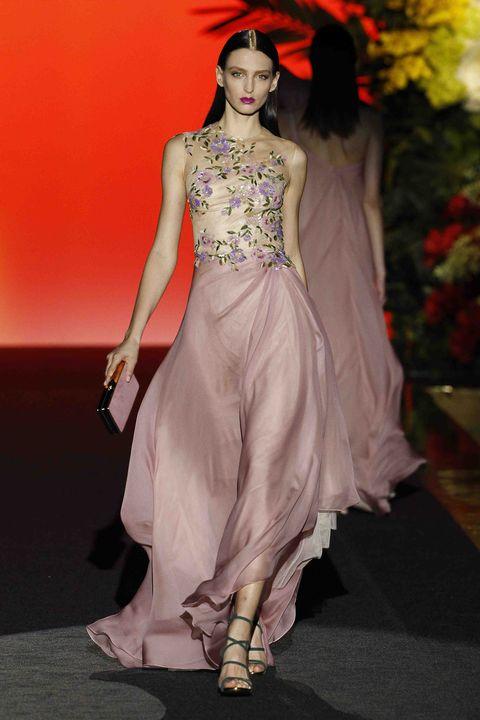 Fashion model, Fashion, Clothing, Fashion show, Haute couture, Runway, Dress, Fashion design, Formal wear, Shoulder,