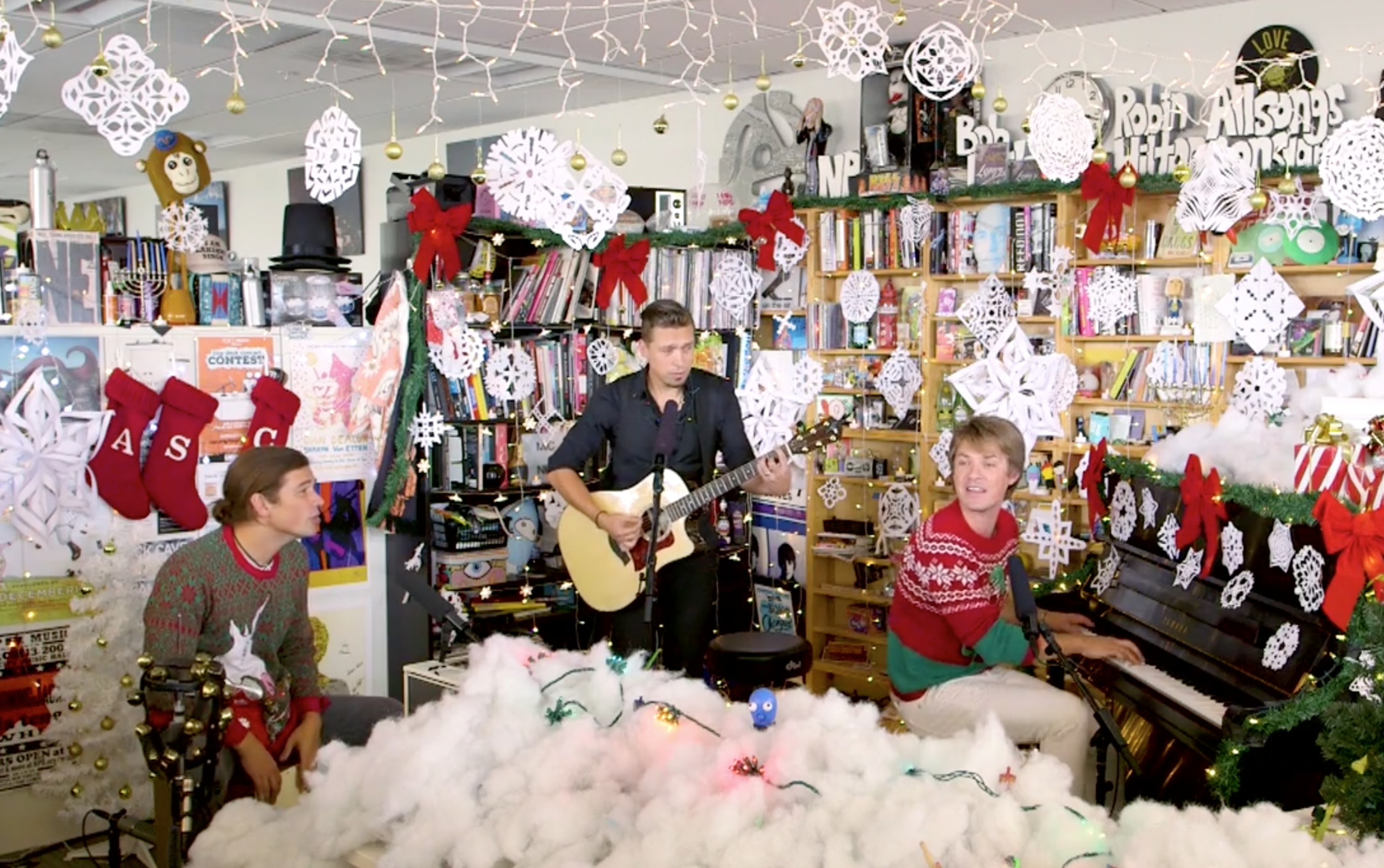 Hanson Singing Christmas Songs in Christmas Sweaters Is a Real ...