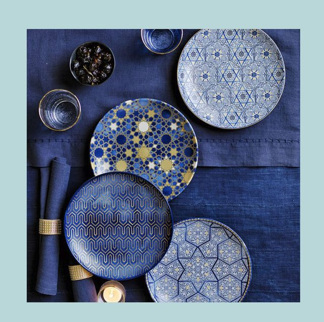 Chic Hanukkah Table Decorations for Eight Nights of Celebration