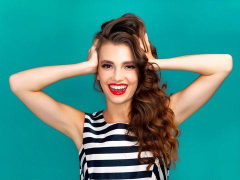 con este cepillo 5 en 1 podrás elegir cómo llevas el pelo liso o rizado de venta en amazon