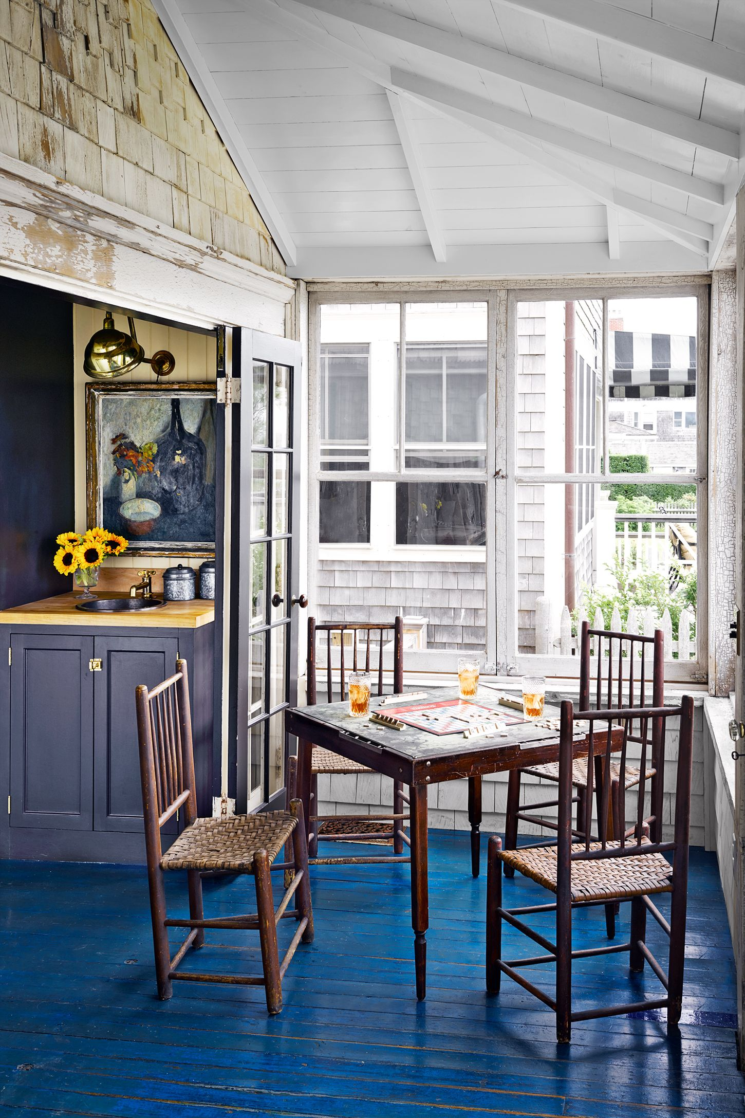 nautical tiny house decorating ideas - dining area