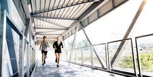hardlopen samen brug overdekt