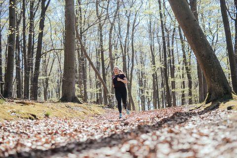 hardlopen hardloper bos gelukkig
