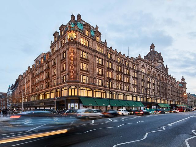 harrods exterior 2020   day and night   brompton road photographer   ed reeve