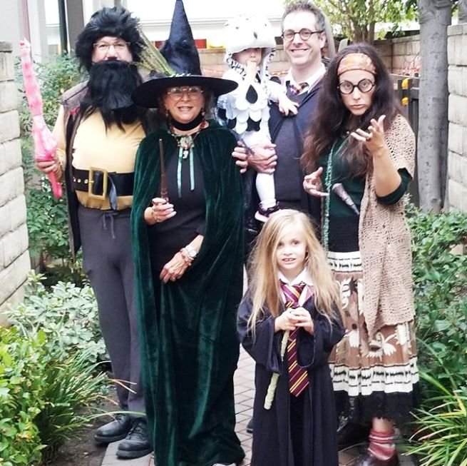 25 Best Family Costume Ideas for Halloween 2019 - Cute Family