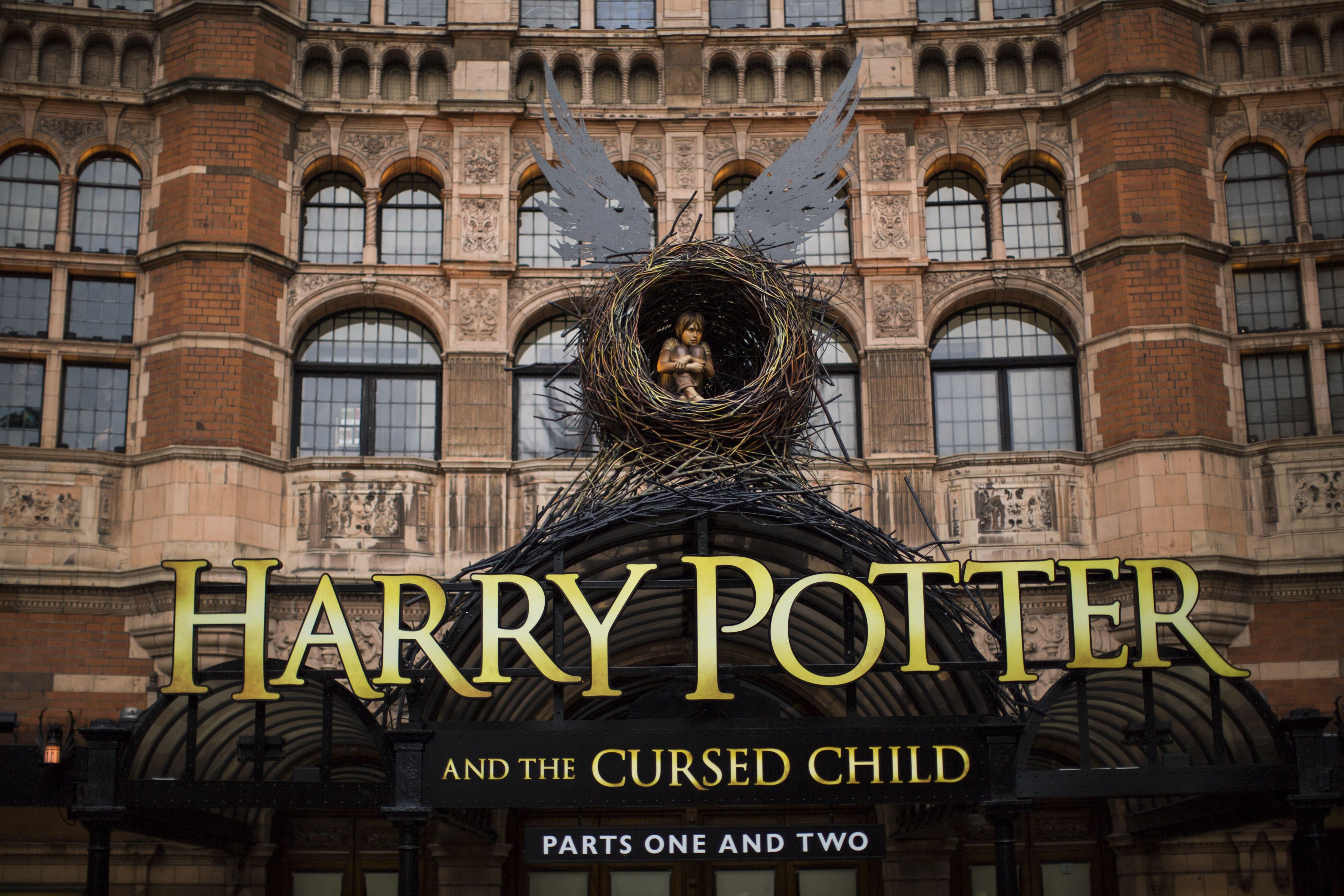 Harry Potter Christmas Card Ideas.Harry Potter And The Cursed Child Broadway Spoilers Facts