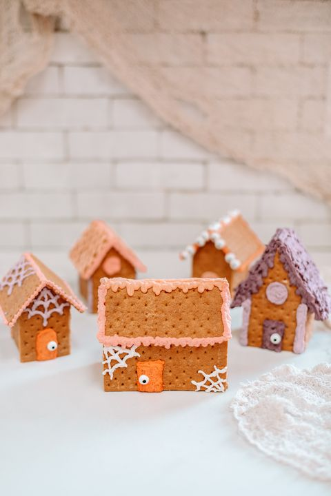 haunted gingerbread houses halloween party themes