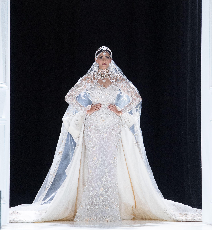 photo Veiled US designer dreams of alternative fashion modern collection