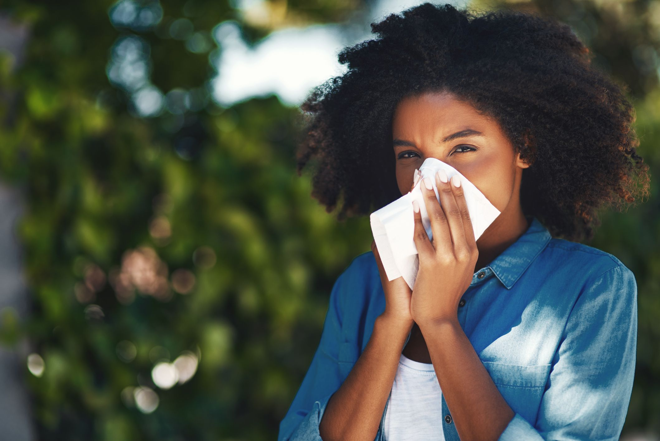 How to tell the difference between hay fever and a cold