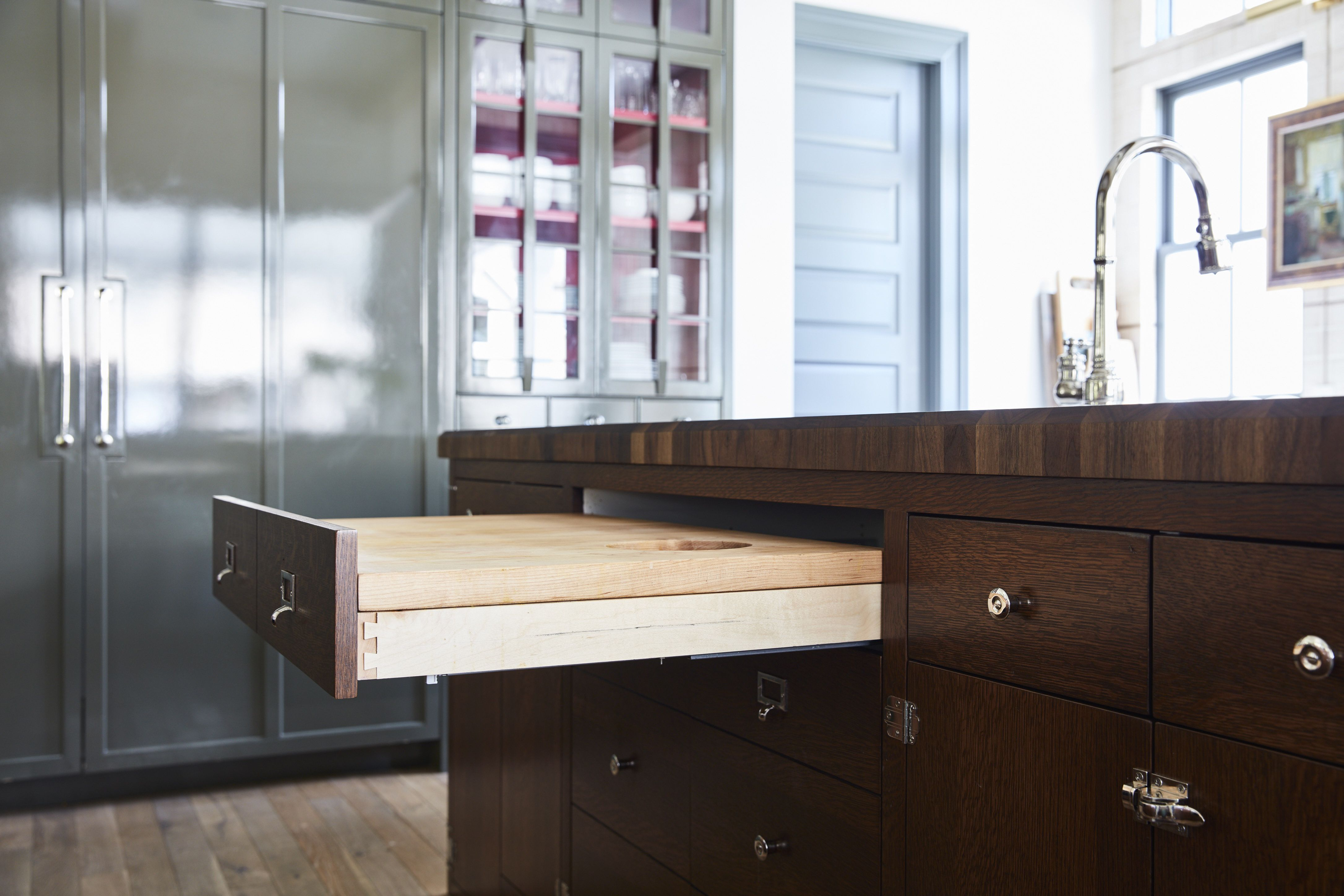 This Hidden Cutting Board Hack Will Make Your Kitchen Seem Cleaner Than It Is