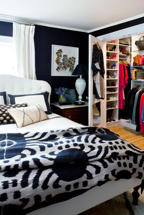 Black And Cream Bedroom Decorating Ideas from hips.hearstapps.com