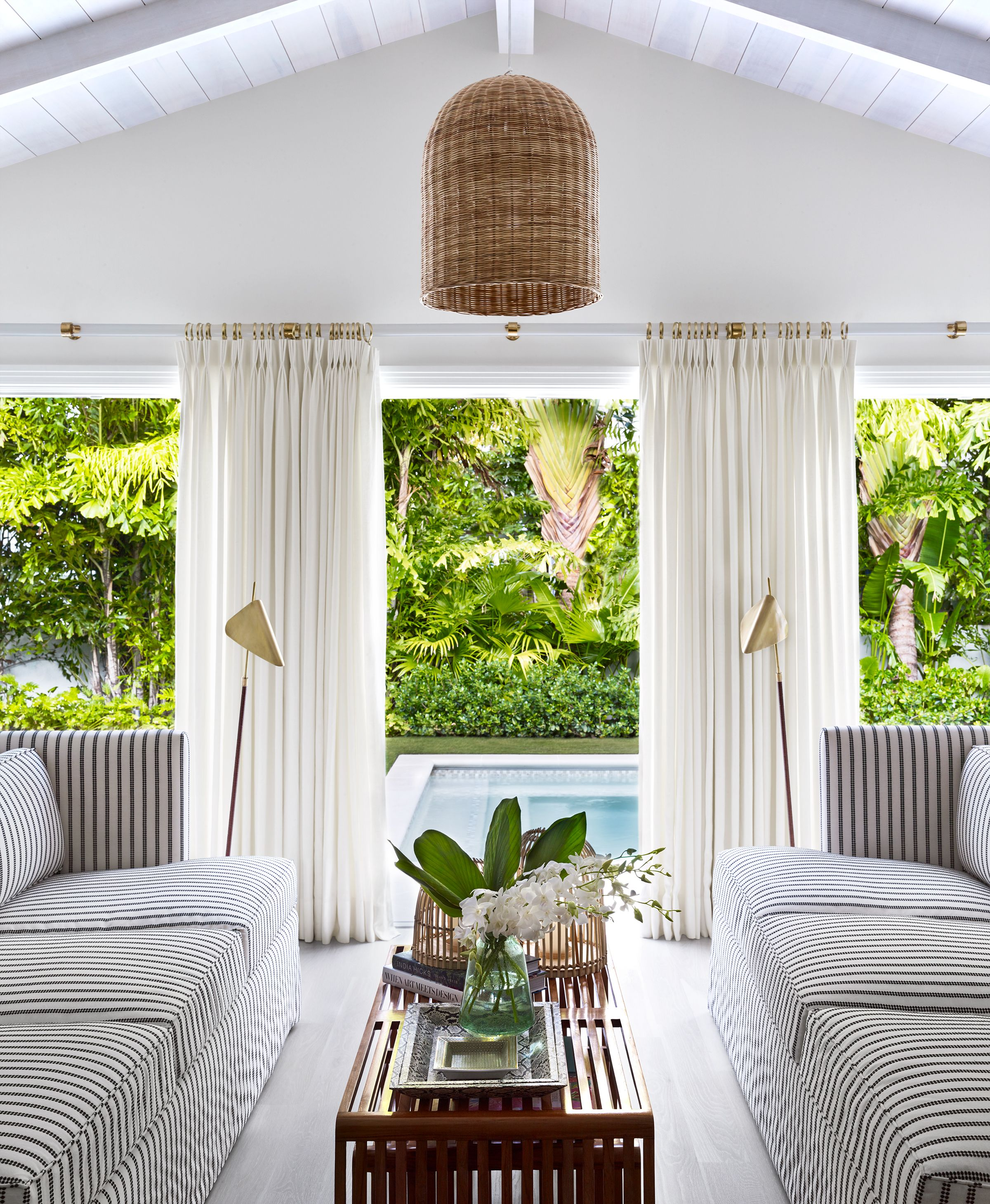 pool house design ideas & 21 Pool House Design Ideas That Feel Like Vacation - Pool House ...