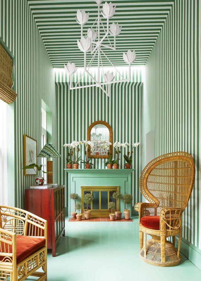 green room, stripe wallpaper