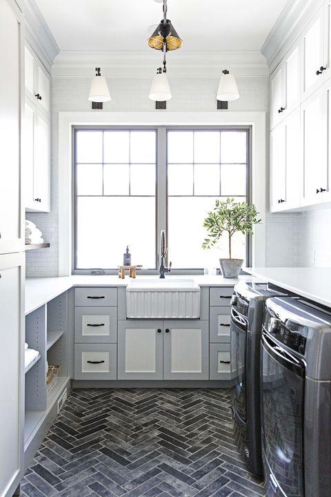 Countertop, Room, Cabinetry, Kitchen, Furniture, Property, Interior design, Floor, Tile, Sink,