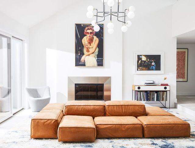 living room, white walls, eskayel, modular sofa, swivel chair, record table, chandelier