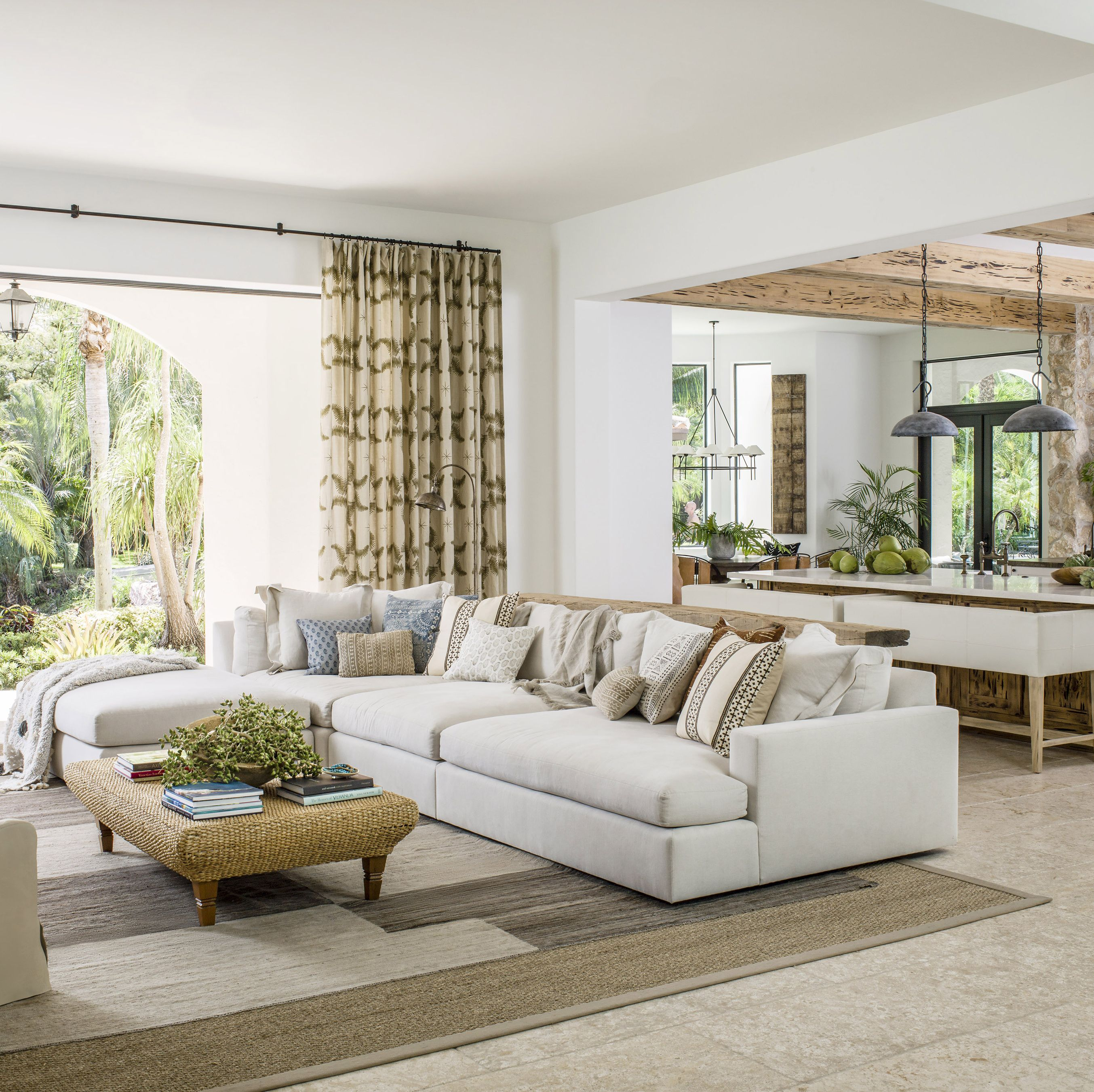 Inside a Florida Bachelor Pad That Seamlessly Blends the Indoors and Out