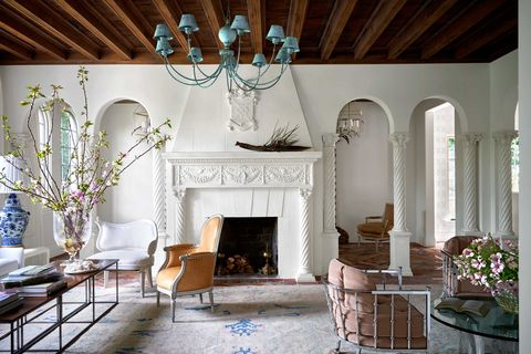 Room, Interior design, Property, Living room, Furniture, Hearth, Building, House, Fireplace, Ceiling,