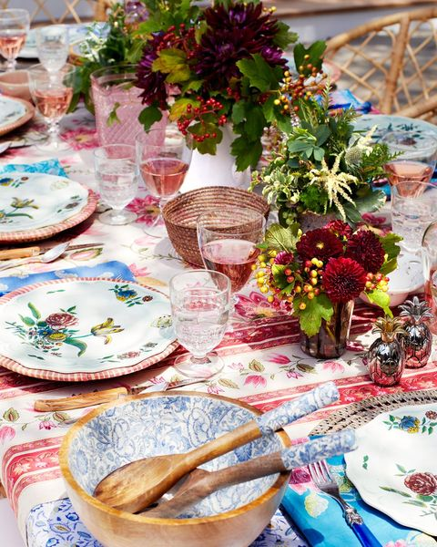 floral table setting
