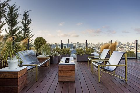 Deck, Property, Roof, Real estate, Furniture, Daytime, Sky, Home, House, Building,