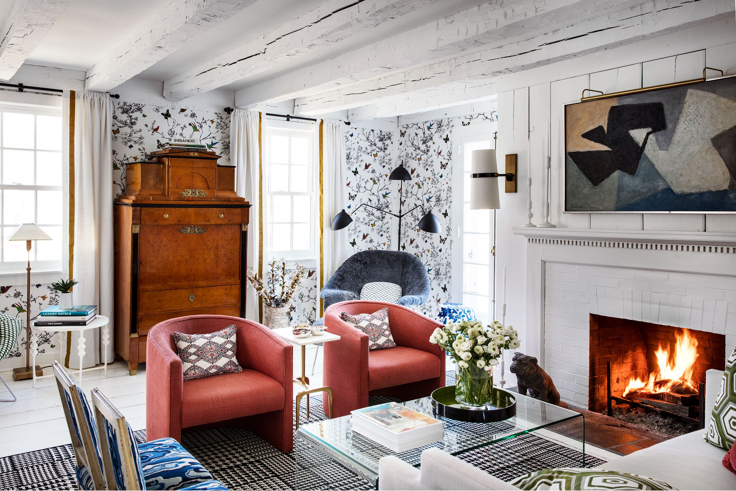 Captivating 19 Living Room Wallpaper Ideas That Stand The Test Of Time