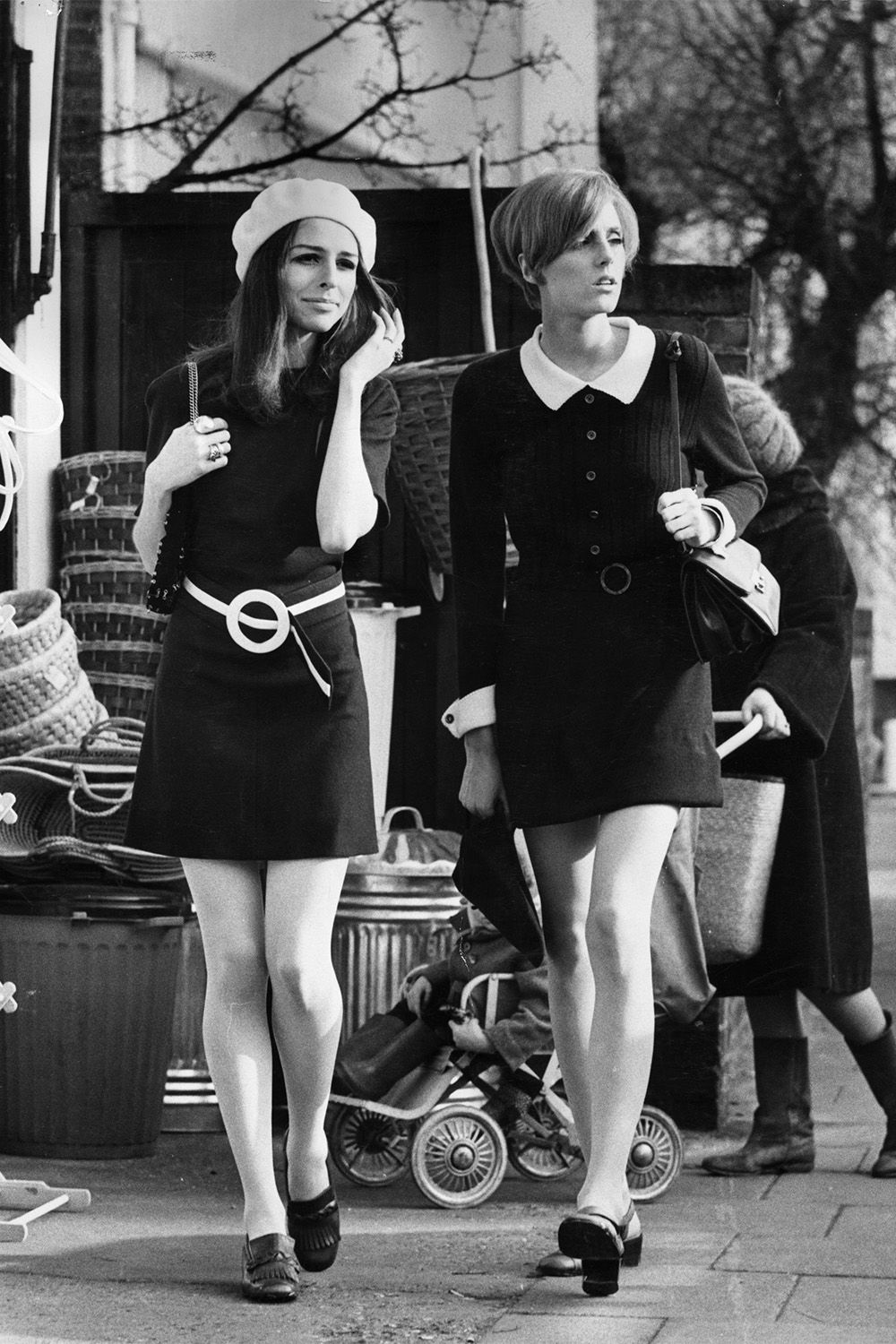[Image: hbz-1960s-fashion-1968-gettyimages-33493...062747.jpg]