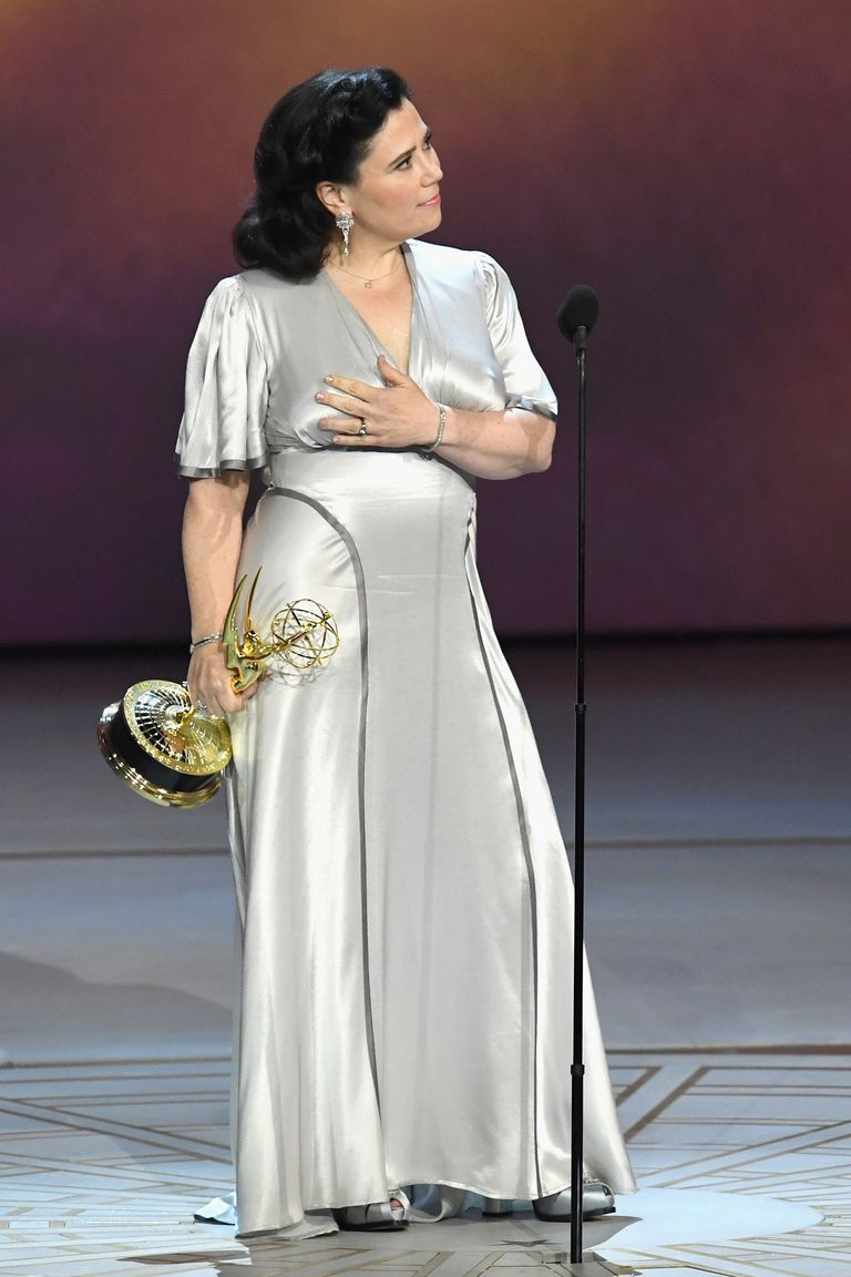Alex Borstein Accepted Her Emmy Award Without A Bra And We Re All Inspired