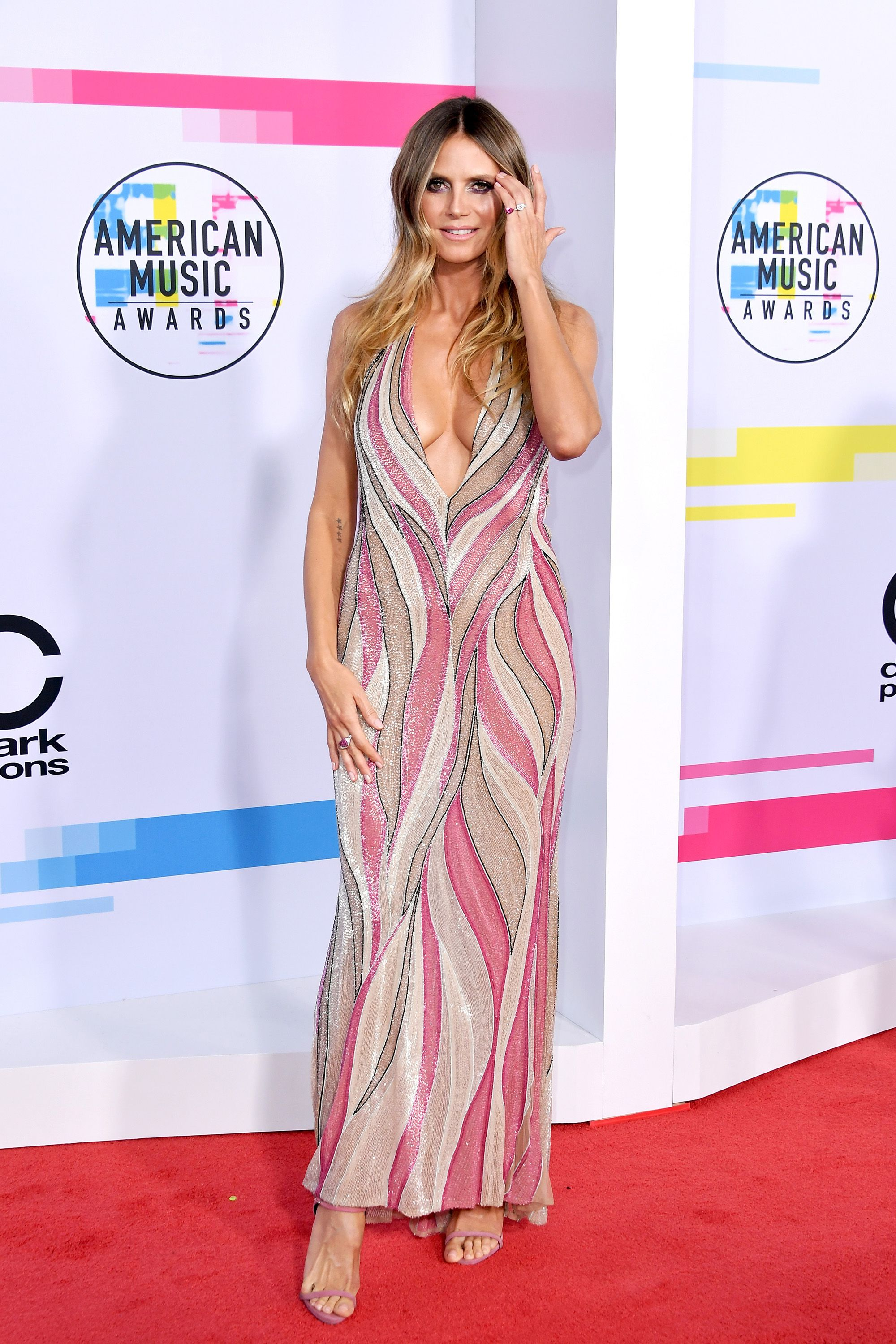 Fashion style Music American awards red carpet style for lady