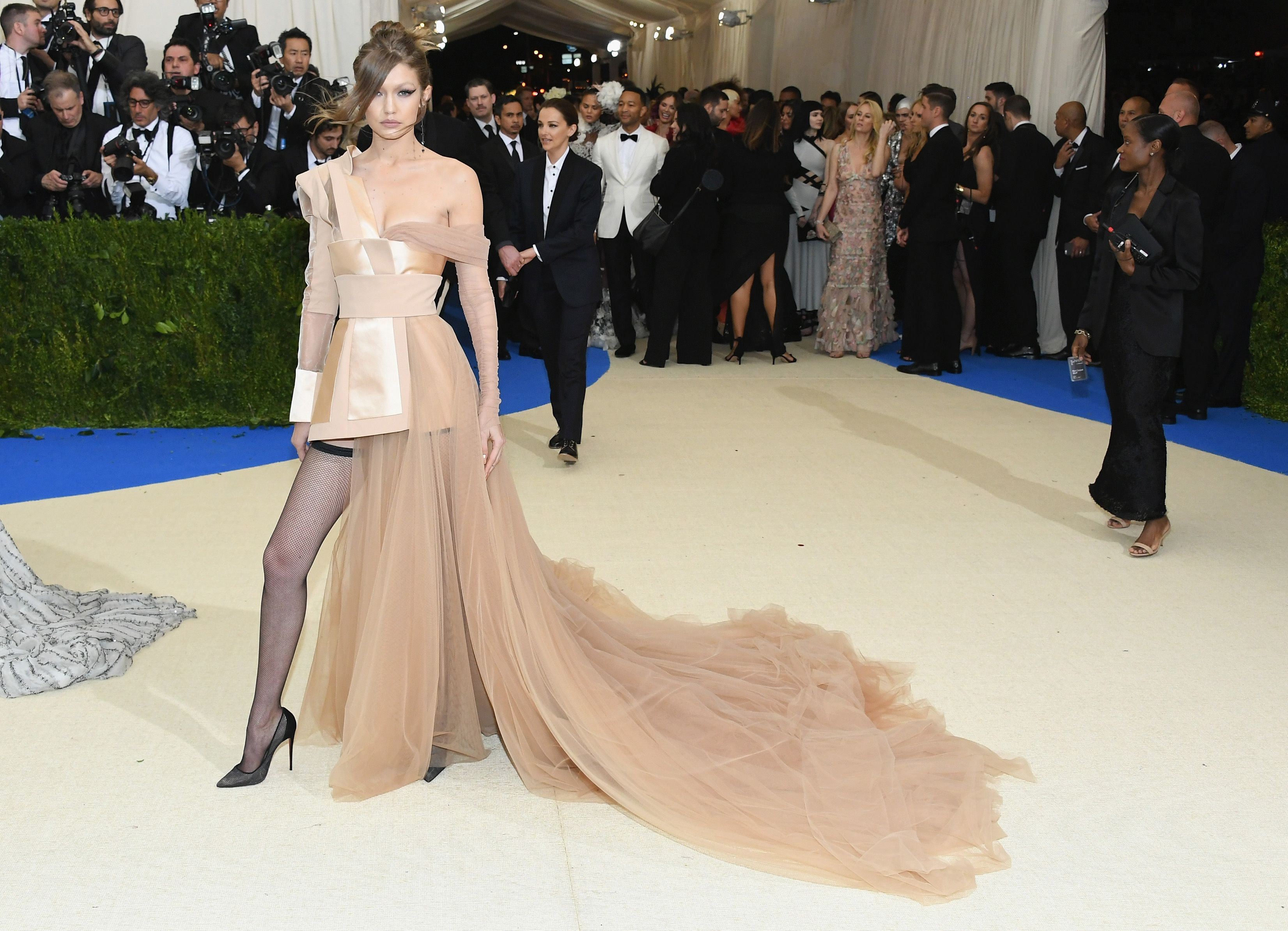 Gigi Hadid with a sensational look from Tom Hilfiger at Met Gala 2017 in red carpet