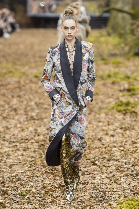Fashion, Clothing, Street fashion, Fashion model, Spring, Outerwear, Runway, Military camouflage, Summer, Fashion show,