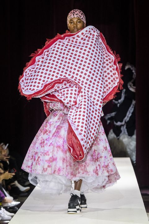Fashion, Fashion show, Pink, Runway, Fashion design, Public event, Haute couture, Event, Performance, Costume design,