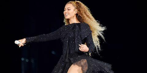 Performance, Fashion model, Fashion, Performing arts, Event, Dancer, Thigh, Leg, Music artist, Human body,