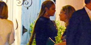Beyonce's hair is down to her thighs