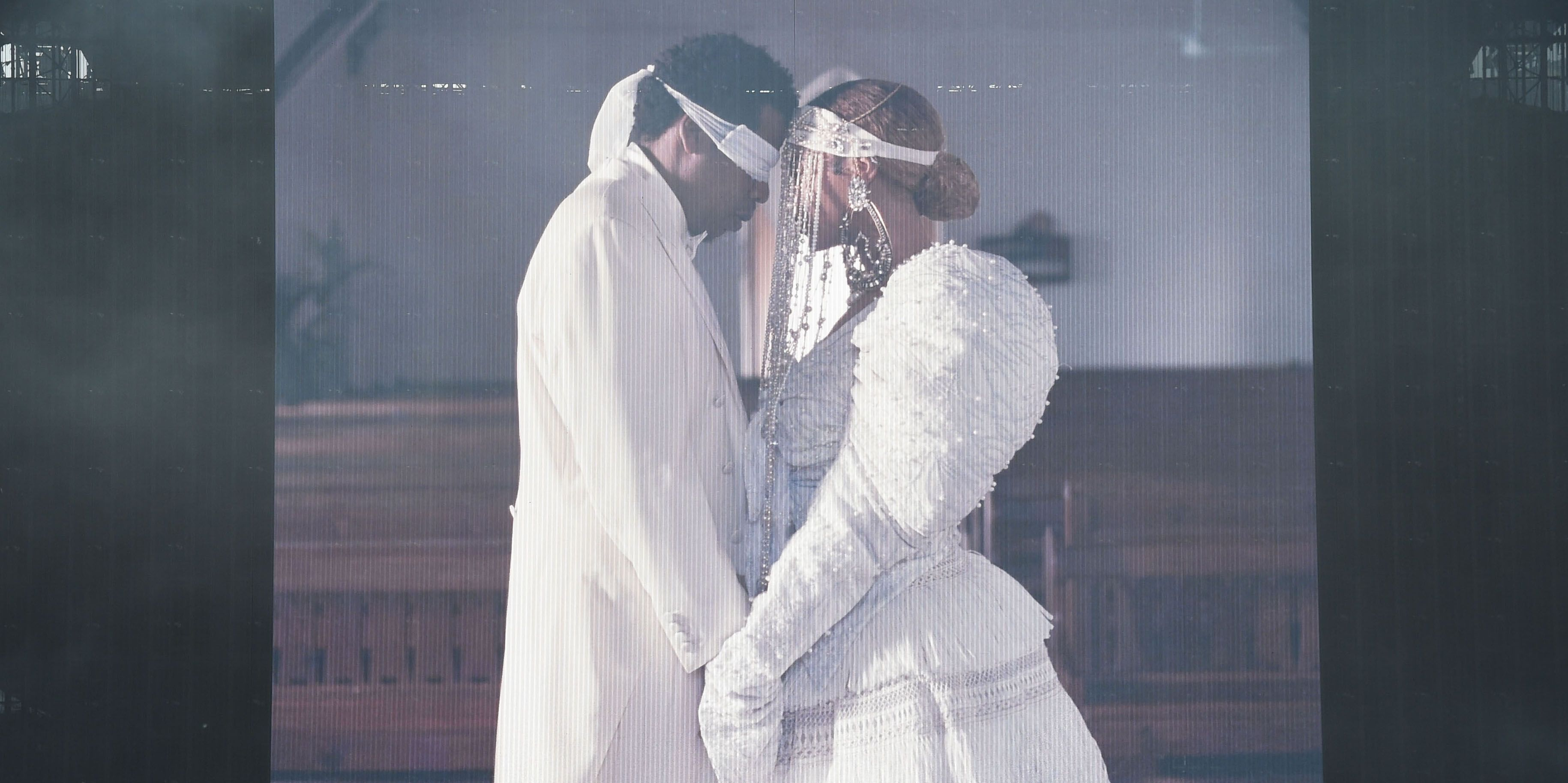 Beyonce And Jay Z Share Intimate Photos In Bed For Their On The Run Tour Book