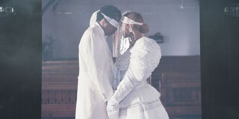 beyoncé and jay z share intimate photos in bed for their on the run