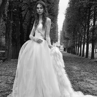 c6e1f1dcc4b Vera Wang Fall 2018 Bridal Collection - Vera Wang Fall 2018 Wedding ...