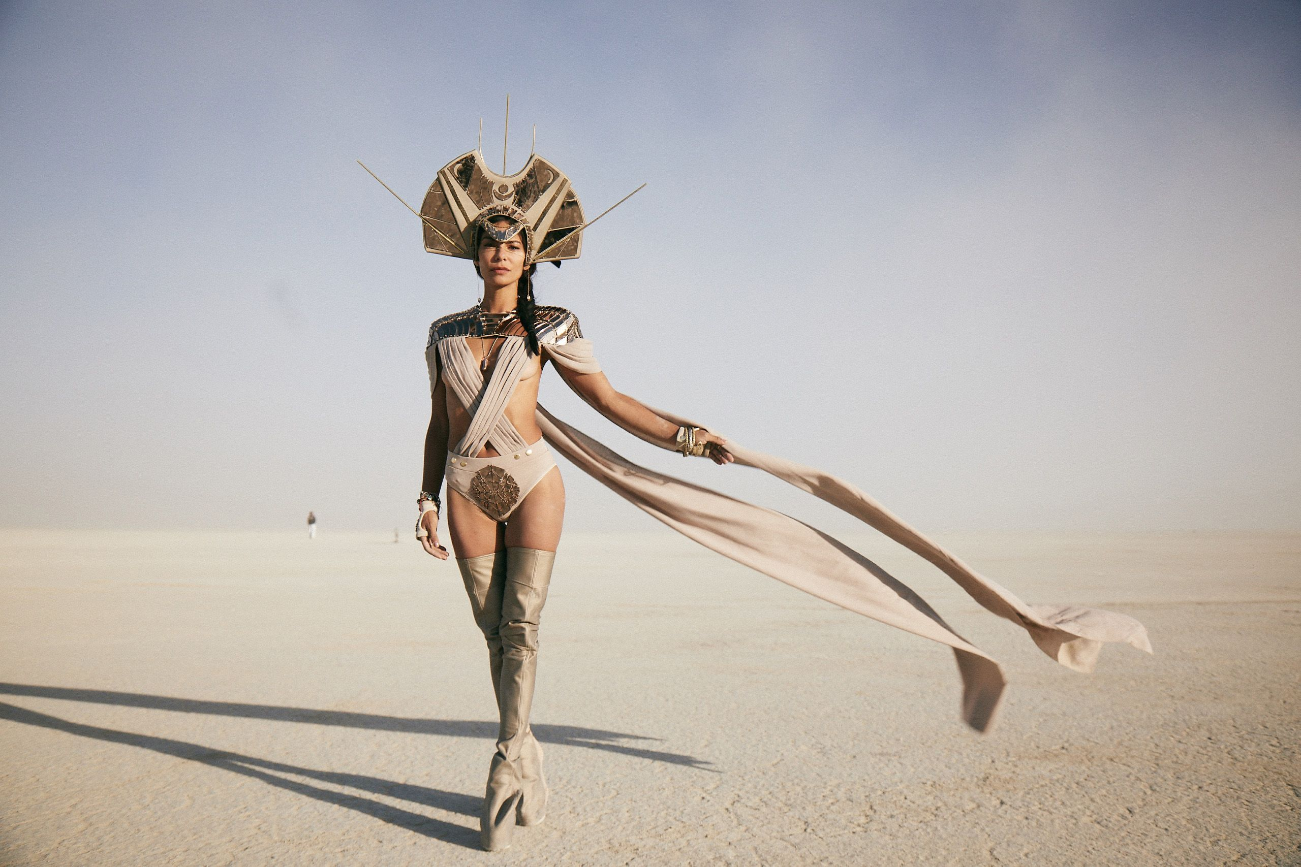 https://www.harpersbazaar.com/fashion/street-style/g22998209/burning-man-2018/