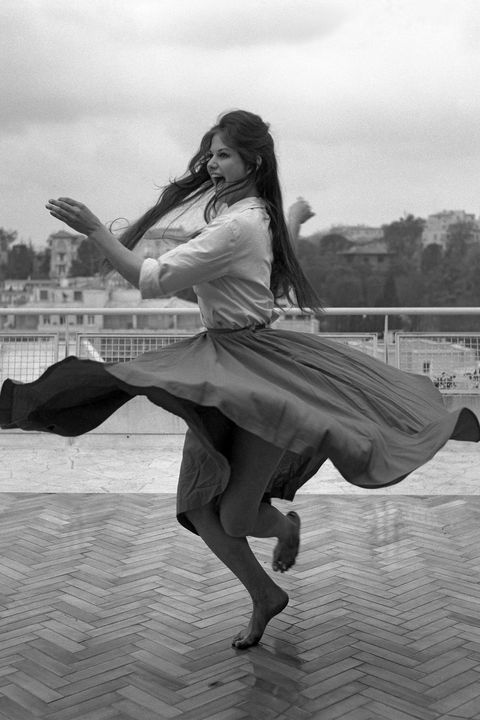 White, Black, Black-and-white, Monochrome, Monochrome photography, Beauty, Dance, Leg, Photography, Jumping,