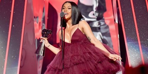 Singing, Performance, Singer, Event, Talent show, Music artist, Performing arts, Dress, Magenta, Stage,