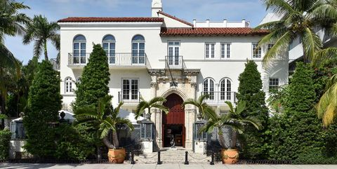 Versace Mansion Is Now A Hotel History Of Gianni Versace S Miami Home