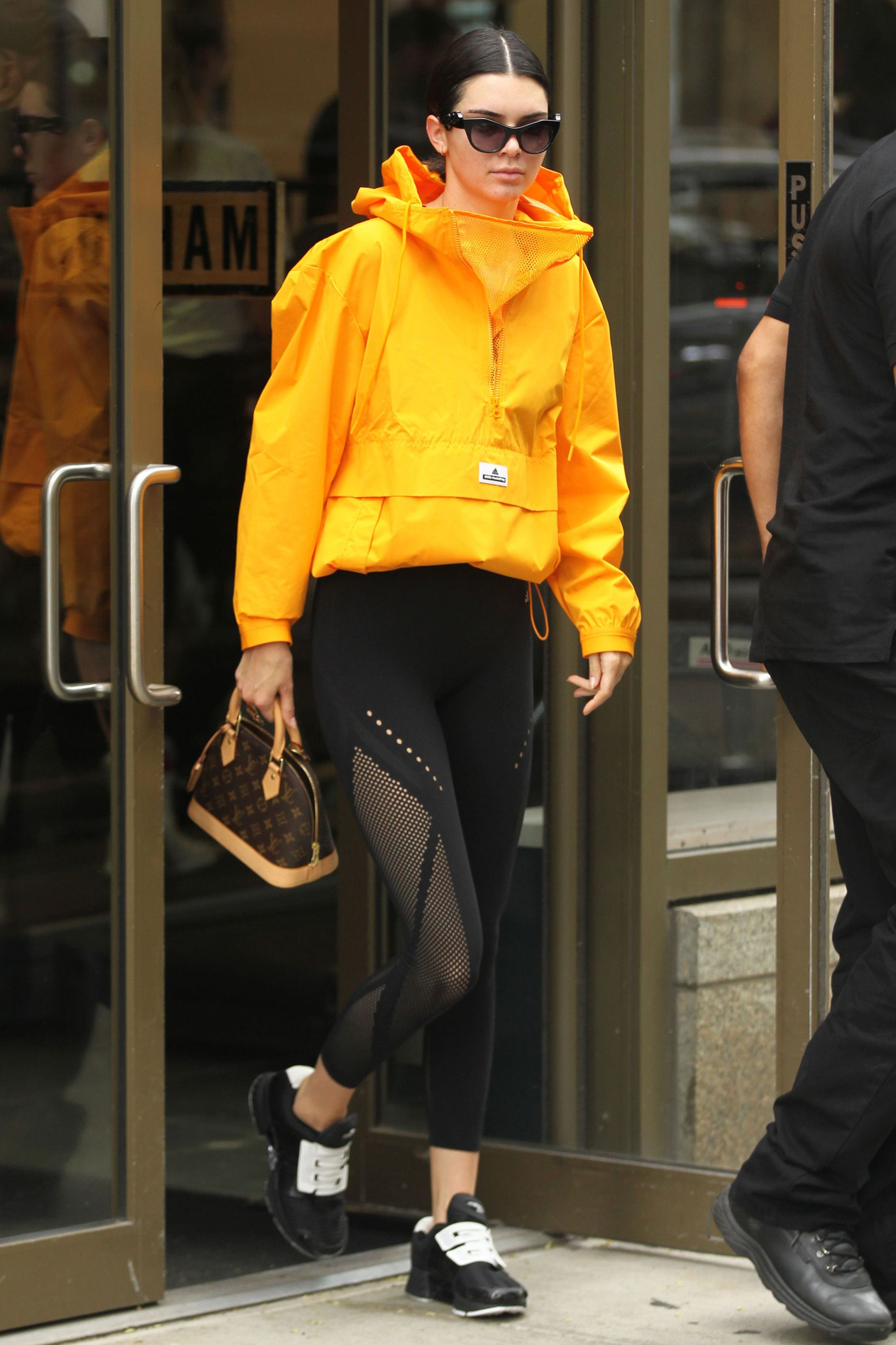 hbz-celebs-in-workout-gear-kendall-jenner-yellow-jacket-1501187269.jpg (980×1470)