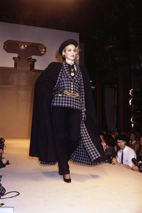 Fashion show, Fashion, Fashion model, Clothing, Runway, Fashion design, Design, Tartan, Pattern, Event,