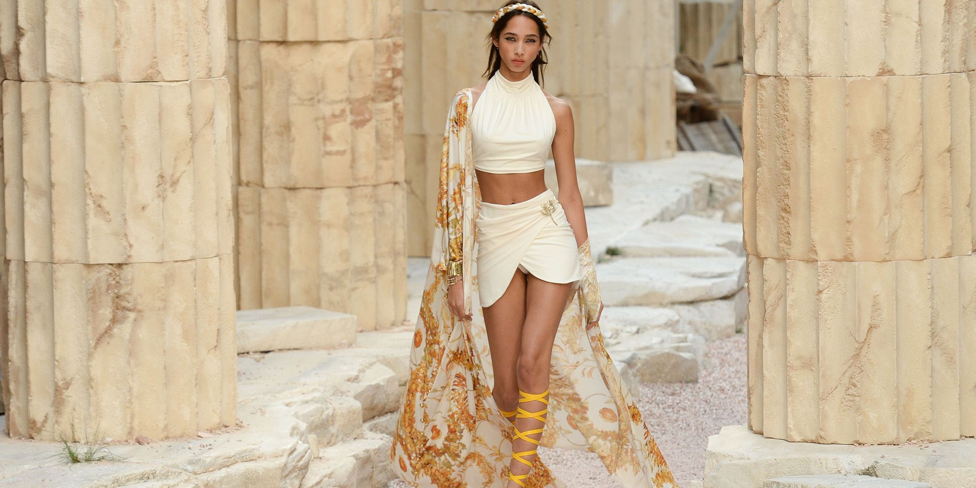 b3fedecd560e Chanel Cruise 2018 Collection - Chanel Cruise 2018 Ancient Greece in ...