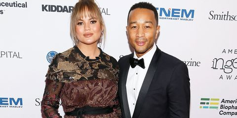 a4046668acd Chrissy Teigen Debuts Her Baby Bump on the Red Carpet - Chrissy ...